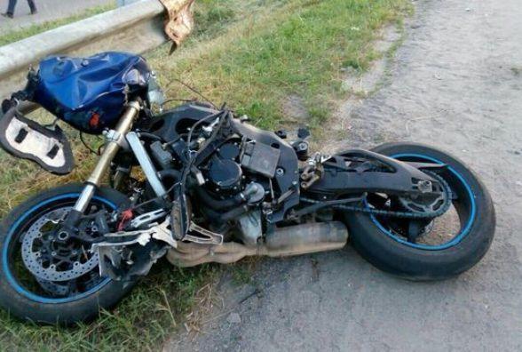 Смертельна ДТП на дамбі ГЕС: мотоцикліст розбився об металевий паркан