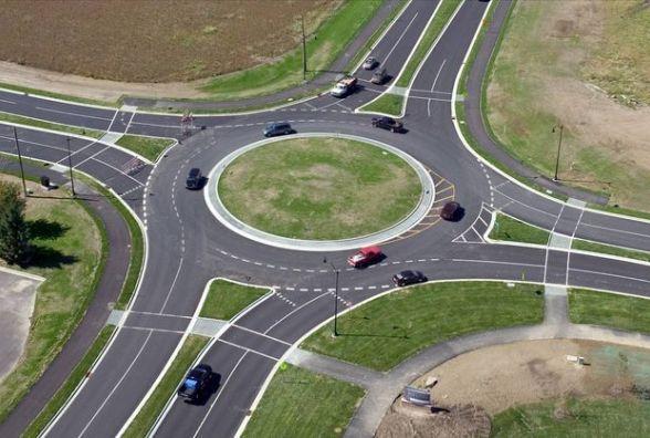 Рух по колу: набули чинності зміни до правил дорожнього руху