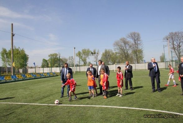 В Сосонці відкрили круту спортплощадку – сучасне футбольне поле (ФОТО)