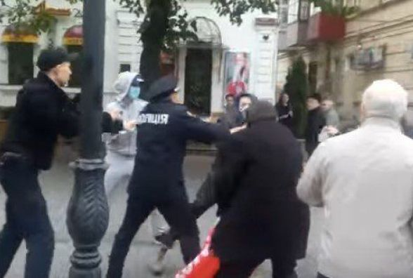 З'явилось відео сутички в Вінниці між націоналістами та комуністами