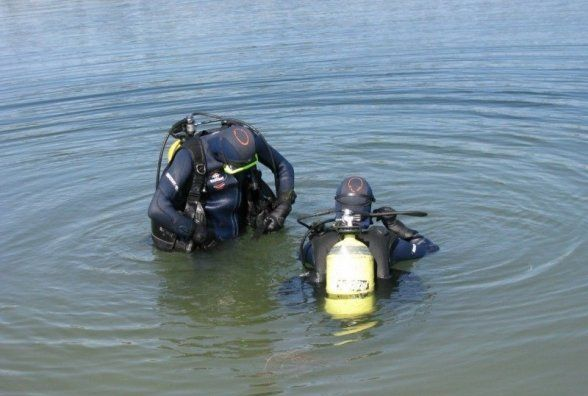 В Селищі втопився 28-річний хлопець. Його тіло діставали четверо рятувальників