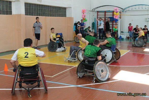 І-й Відкритий турнір: У Вінниці  люди на інвалідних візках ганяли в регбі