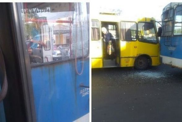 ДТП на залізничному вокзалі. Маршрутка влупила тролейбус в зад (ФОТО)