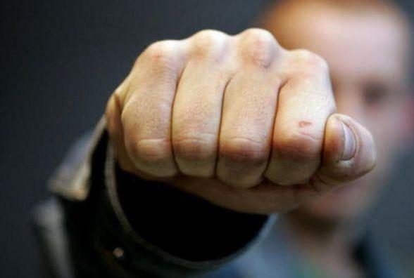 Побив за матір: у реанімації без свідомості 25-річний вінничанин