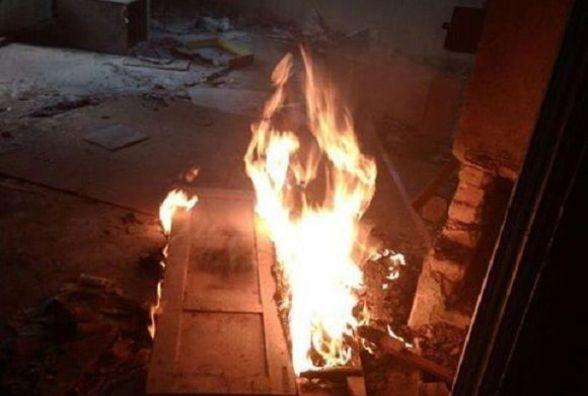 На Соборній хтось підпалив будинок. Гасили його поліцейські