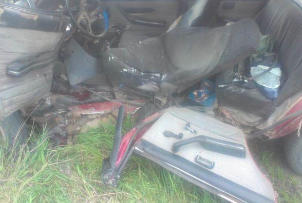 У Дяківцях рятувальники вирізали з авто потерпілого у ДТП водія (ФОТО)