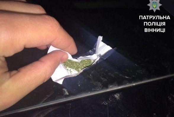 На Грушевського вінничанин хотів продати «копу» марихуану