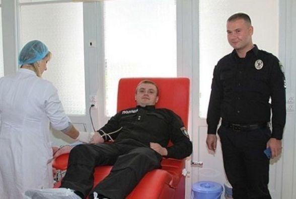 Вінницькі «копи» в черговий раз здали кров для постраждалих у ДТП