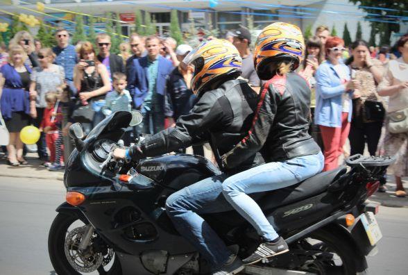 Мотори ревуть: центром Вінниці ефектно проїхалися дві сотні байкерів (ФОТО, ВІДЕО)