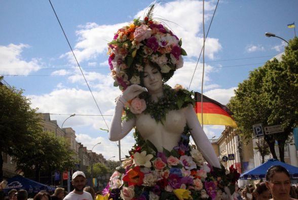 Живі фонтани та лицарські бої на День Європи: що відбувалося у центрі Вінниці (ФОТОРЕПОРТАЖ)