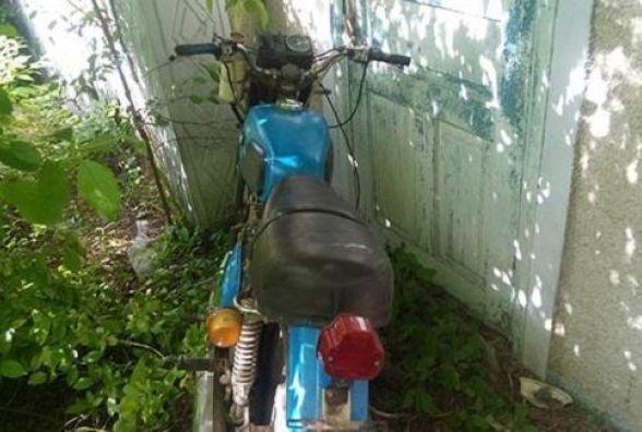 Двоє хлопців вкрали старий мотоцикл. Планували розібрати та продати