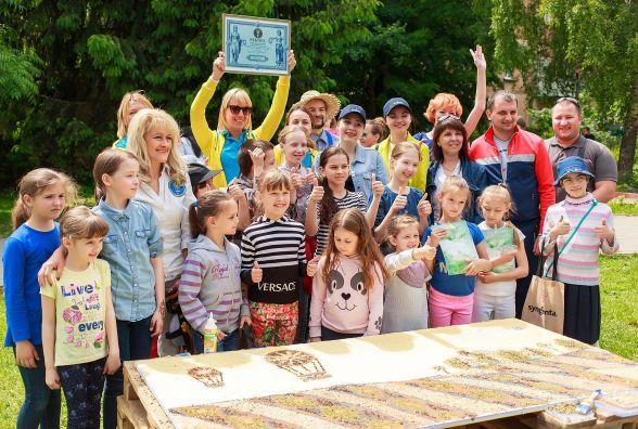 Найбільшу в Україні картину із насіння створили у Вінниці (ФОТО)