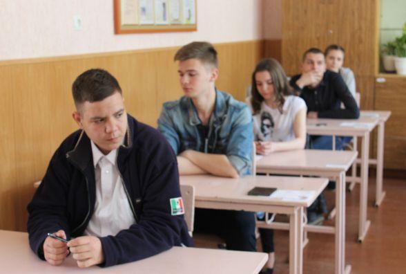 На зовнішнє оцінювання з української мови та літератури не з'явились 374 учні