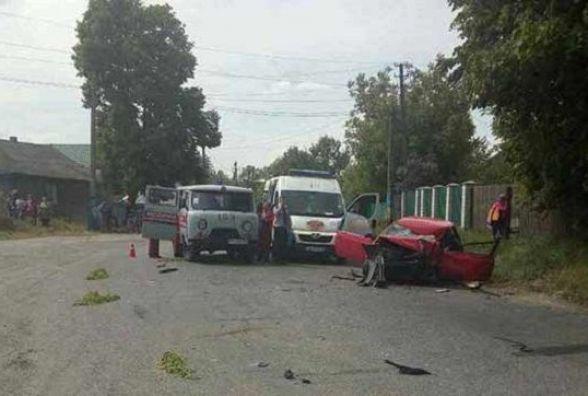 Дві молоді вінничанки на іномарці влетіли у вантажівку. ФОТО
