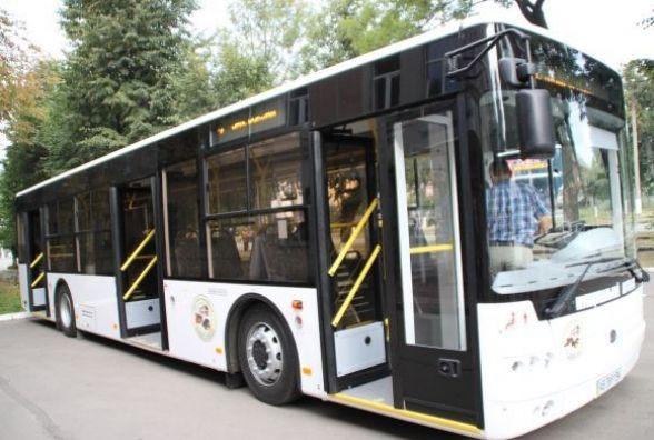 У поминальну неділю 35 безкоштовних автобусів возитиме вінничан на кладовище
