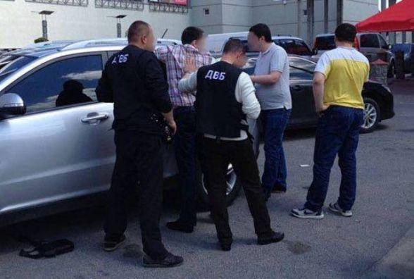 У Вінниці на хабарі у 500 доларів спіймали патрульного (ОНОВЛЕНО)