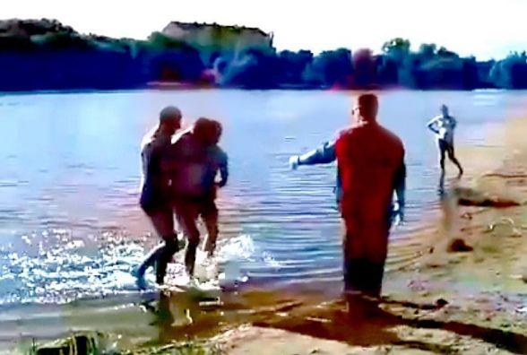 На «Хіміку» тонув п'яний чоловік. Як потопаючого діставали з води (ВІДЕО)