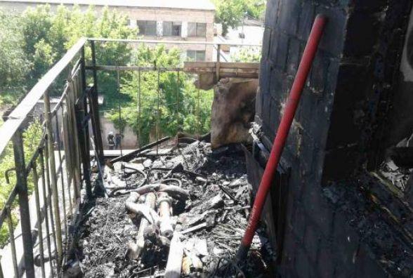 Три пожежні машини гасили на Янгеля балкон в дев'ятиповерхівці