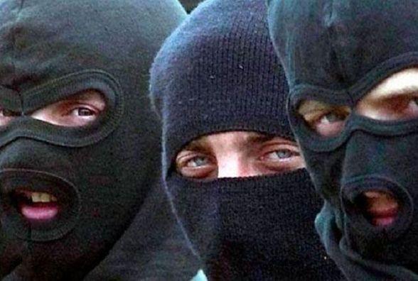 Війна за землю: в Метанівці 20 бандитів в масках стріляли по людях. Є поранений