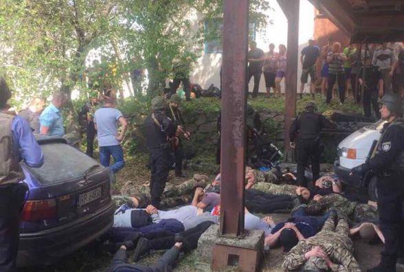 Обличчям у землю: Відео затримання 40 рейдерів, які стріляли в Метанівці (ФОТО)