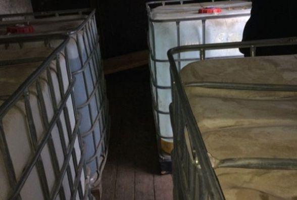 На Вінниччині у вантажівці виявили десять тон невідомого спирту