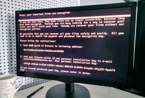По Україні шириться комп'ютерний вірус: у Вінниці атаковані міськрада, Укрпошта , Ощадбанк і інші компанії