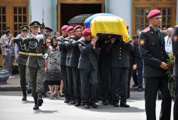 На Байковому кладовищі поховали Максима Шаповала, якого підірвали під час теракту