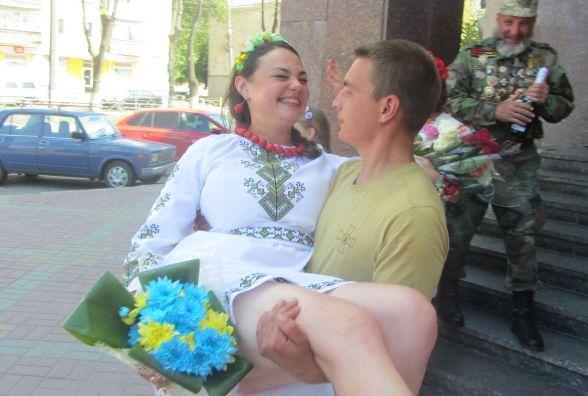 Сестра «Міс пишні груди України» вийшла заміж за бійця АТО