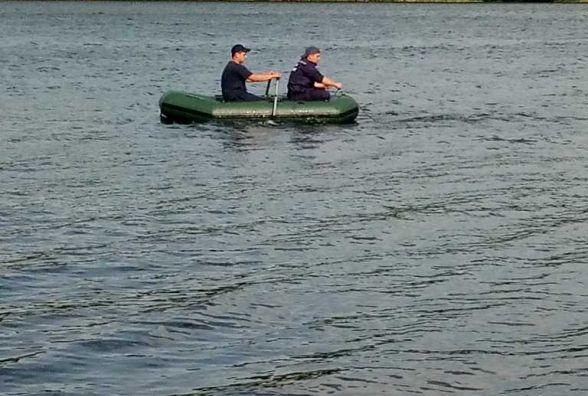 В Степашках батько з донькою плавав на човні. Чоловік стрибнув та не винирнув (ФОТО)