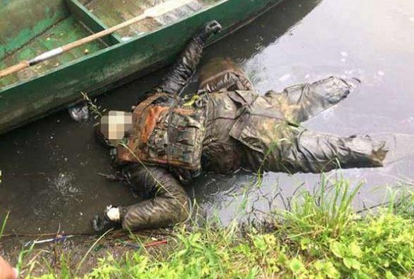 Балаклава, бронежилет, камуфляж: в Гніванському кар'єрі виловили тіло бойовика (ФОТО)