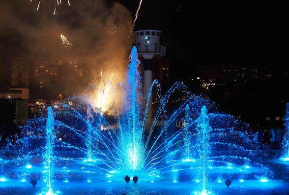 В Умані відкрили світломузичний фонтан. На фонтан «Рошен» туристи не приїдуть?