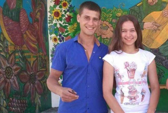 Боєць АТО разом зі своєю дівчиною відновили сільську автобусну зупинку