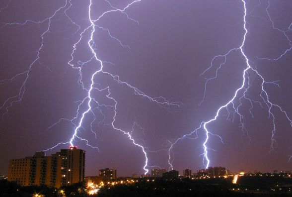 Циклон розбушувався. Українців попередили про різку зміну погоди