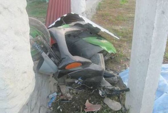 Смертельна ДТП: на світанку скутер врізався в стовп. Загинула 23-річна дівчина