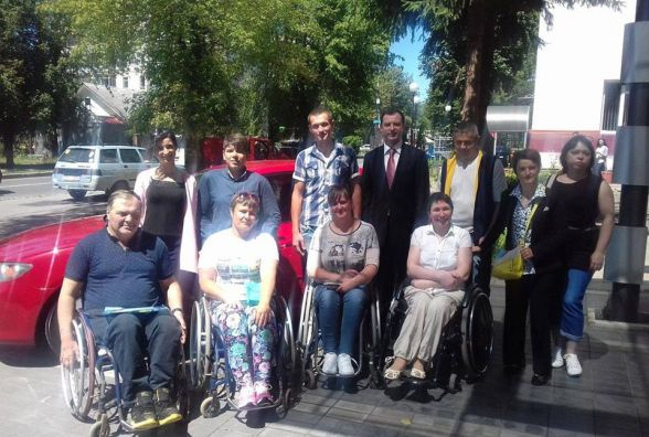 Перші ластівки: п'ятеро щасливчиків з інвалідністю навчаються водінню