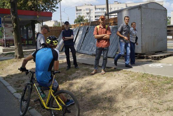 На Пирогова велоактивісти не дозволили будувати магазин на велодоріжці