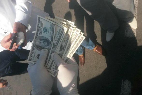 На хабарі у розмірі дві тисячі доларів попався адвокат (ФОТО)