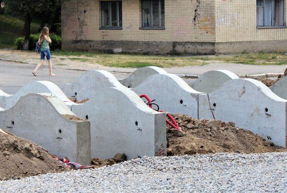 На третій черзі Космонавтів ставлять «хвилі» з бетону