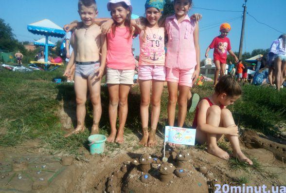 Спінери, русалок та інші фігури з піску ліпили в п'ятницю на пляжі Хімік