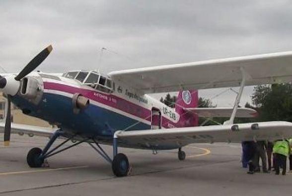 Літак Ан-2, що здійснює рекордний переліт, застряг у Вінниці