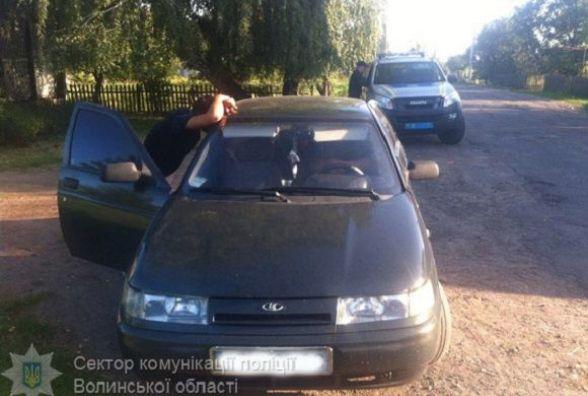 Три вінничанки на авто обчистили два будинки на Волині