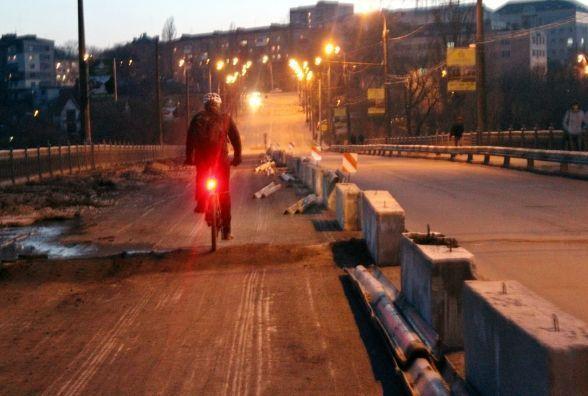 Київський міст закриватимуть вночі, щоб прискорити ремонт