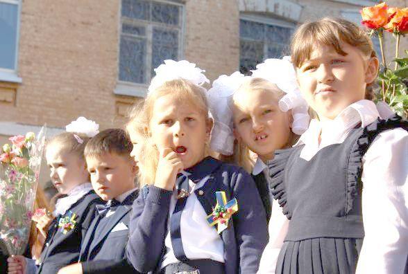 Як пройшов перший дзвоник у вінницьких школах.  Емоційні фото