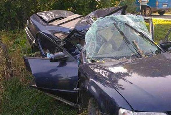 Смертельна ДТП: біля Бару водій на «Volkswagen Passat» врізався в дерево