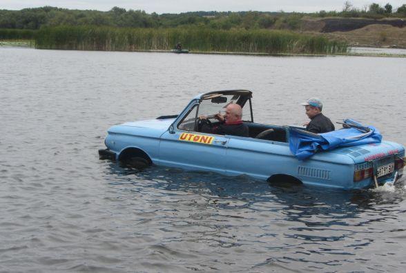 На «Запорожці» плаває по Бугу. Як створити амфібію - урок від майстра