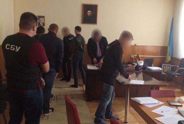 Депутат Вінницької обласної ради Крисько «взяв на лапу» три тисячі доларів