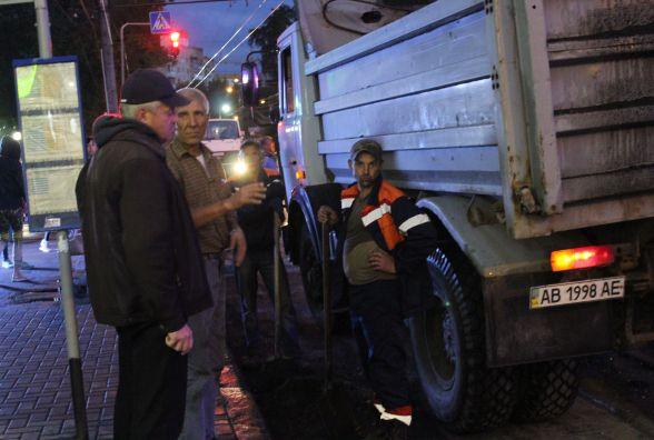 На Київській затори: комунальники ремонтують дорогу біля міської лікарні