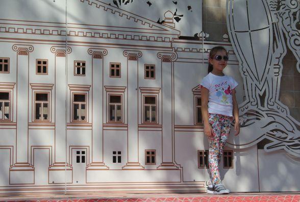 Що зображено на відновленій мозаїці біля Центрального парку?