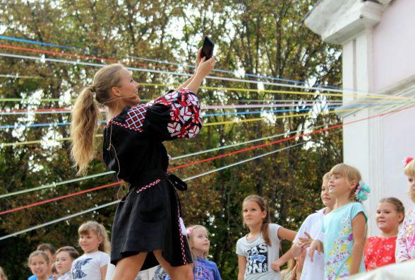 Олена Шоптенко вчила вінничан танцювати сальсу і фоткалася з ними для Instagram
