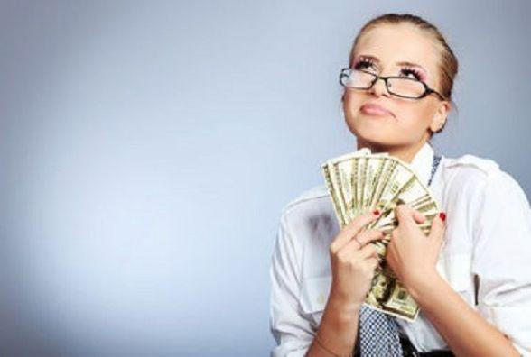 Працівниця «Ощадбанку» привласнила більше 16 тисяч гривень